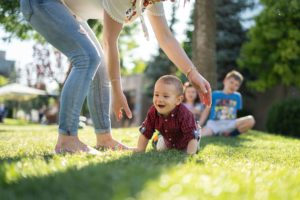bebe marche a 4 pattes